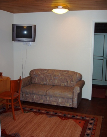 Kirkkokujan kaksion olohuone